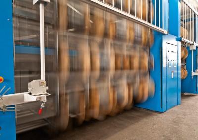 Vollelektronisches Lagerliftsystem für bis zu 300 Kabeltrommeln